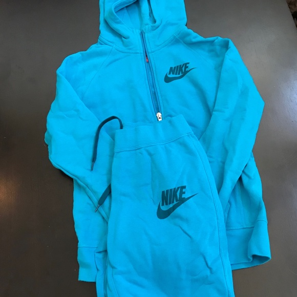 Nike jogging suit sz Large